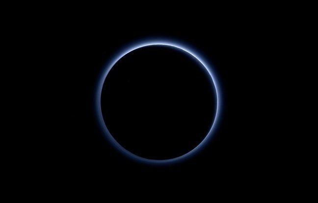 pluton-ciel-bleu-glace-nasa