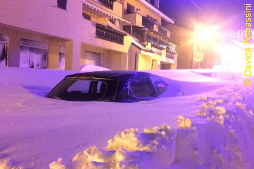 chutes neige italie abruzzes janvier2017 2 la terre du futur. Black Bedroom Furniture Sets. Home Design Ideas